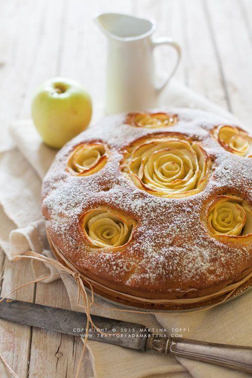 Torta di mele fiorita con noci pecan