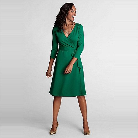 Wrap yourself up in our super luxe wrap dresses, the most flattering and sexy of all styles. Perfect for making a sophisticated party entrance, these effortlessly chic beauties have something to offer everyone.
