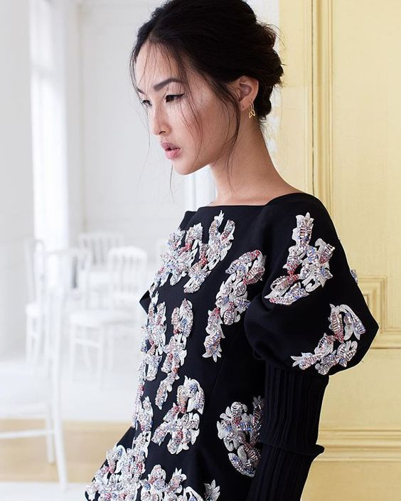 From runway to reality, Nicole Warne aka @garypeppergirl showcases the opening look from the @dior Haute Couture show, just hours after the look debuted.  Photographed exclusively for @voguechina by @parisinfourmonths. Hair & makeup by @trinejuel