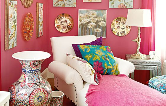 dusty pink walls & eclectic wall decor!