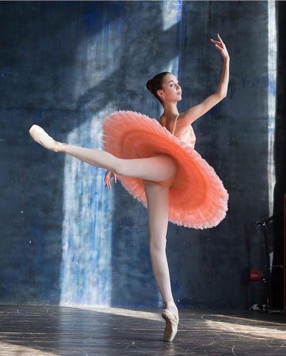 elegantballetMilena Mikhalchuk, Bolshoi Ballet Academy student, photographed by Darian Volkova