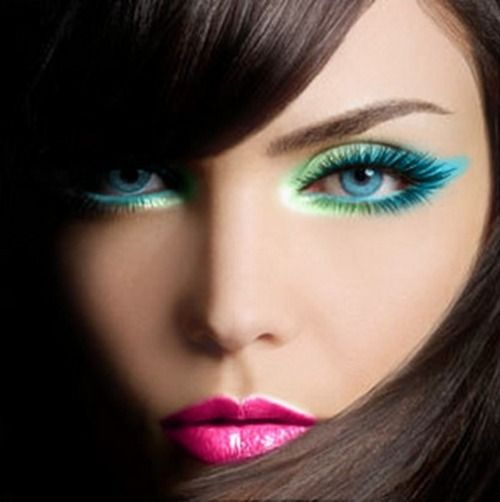 Light green and teal eye make up for blue eyes: