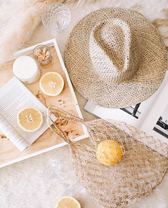 Summer vibes ... #ete #summervibes #nude #lemon #citron #accessoires #reading #inspiration