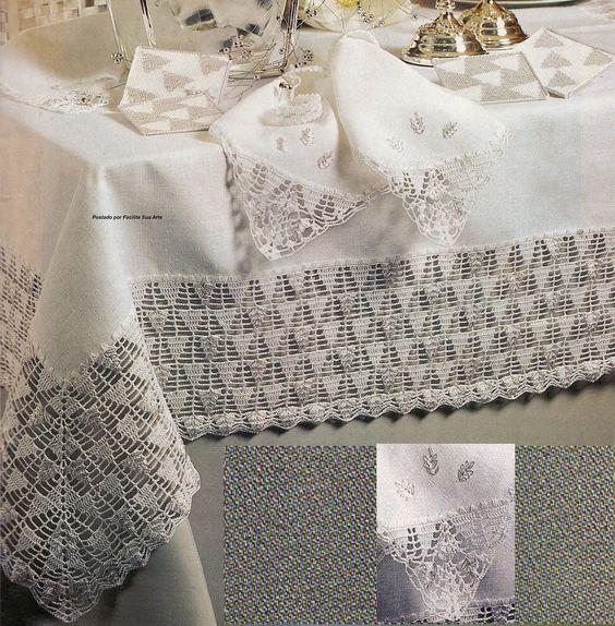 Toalha em linho branco, suporte para guardanapos e copos, guardanapos bordados em ponto margarida, uma delicadeza em crochê para sua mesa n...