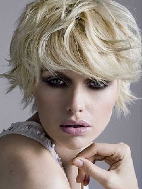 Photos Short Blonde Hairstyles These Short Haircuts Look Attractive And Are Easy To Handle And Carry Short Shag Hairstyles Short Wavy Hair Short Hair Styles