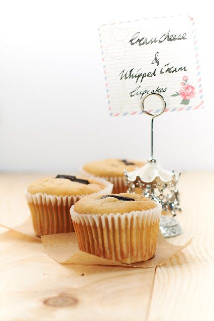 Cream Cheese & Whipped Cream Cupcakes