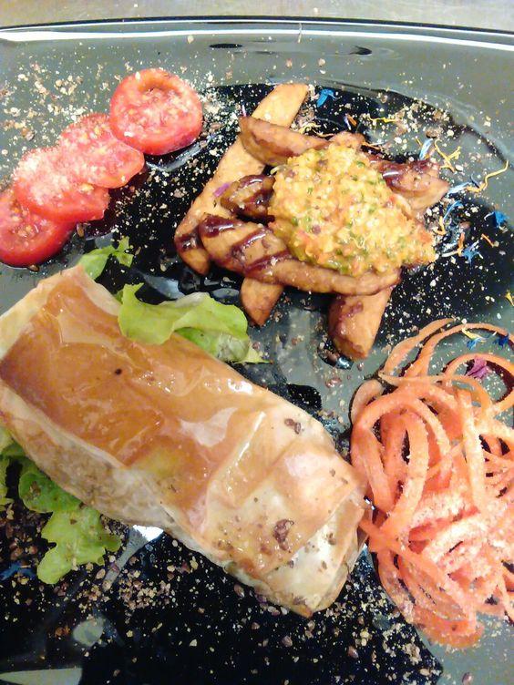 Tempeh e involtini di primavera #vegan #lalibellula #udine #cena #ristorante #veganfood #veganstyle