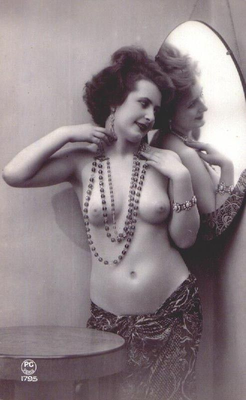 Femmes seins nus (Photos)