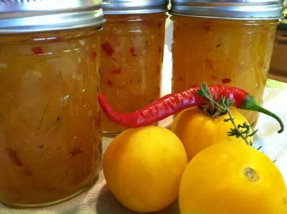 Spicy tomato thyme jam