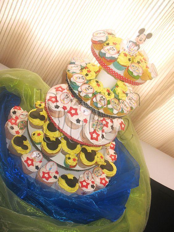 Mickey Mouse Playhouse Disney Cupcake tower + Guatemala + CUPCAKES Cubiletes personalizados decorados con buttercream, impresion comestible, flores naturales y fondant    MASA DE:  Vainilla + Chocolate + zanahoria + oreo + blanco + amapola + arcoiris + Funfetti + Choccochip + Almendra + Pistacho + Moka  + Yogurt + Sweet corn + Choco chile + cafe + Horchata + Cinnamon roll + manzana + Limon + Fresa + Naranja + Piña + Mango + Mora + Coco + melocoton + Banana pie