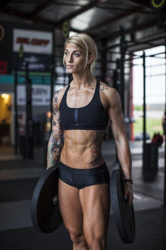 Blondes #Crossfit Model mit tollen #Tattoos und #Bauchmuskeln :) Meine Empfehlung für einen starken #Fatburner: EPH 100 von Delta Health! Pro Kapsel 100mg #Ephedra! Hier bestellen: http://shredded-n.fit/eph100-ephedra