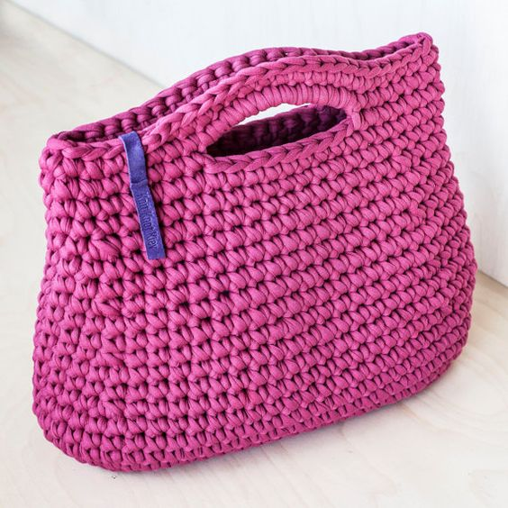 Handmade crochet purse made of t-shirt (zpagetti, trapillo) yarn. Dimentions: 11,8X13,4 (30Х33 cm)