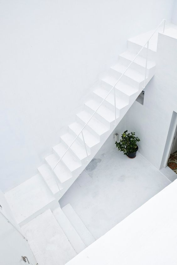 DETAILS | White outdoor staircase