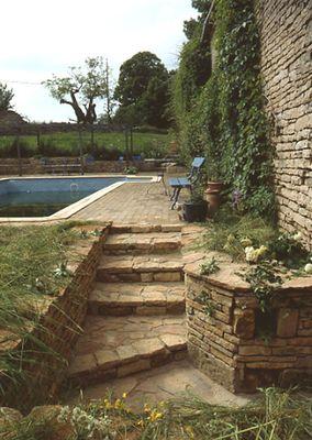 Mur et escalier pierre escaliers et emmarchements for Escalier de jardin en pierre
