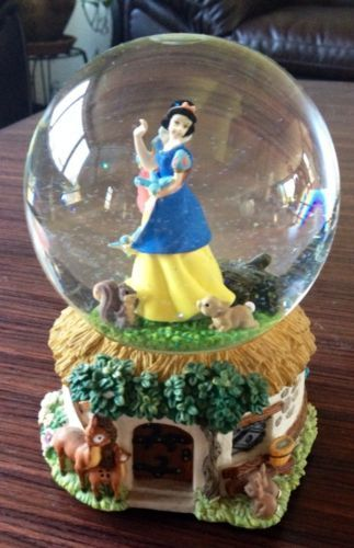 Snow White Disney Snow Globe
