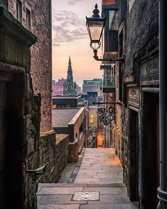 """This picture of Advocate's Close, Edinburgh, really shows the meaning of the word """"close"""" or """"wynd""""--a narrow alley leading from a main street. It's said many of a """"dodgy"""" character in history has passed through here. Safe now, of course. But an imprint of dark days past remain....Dementors perhaps?  Shot by @_giulia.palmieri_"""