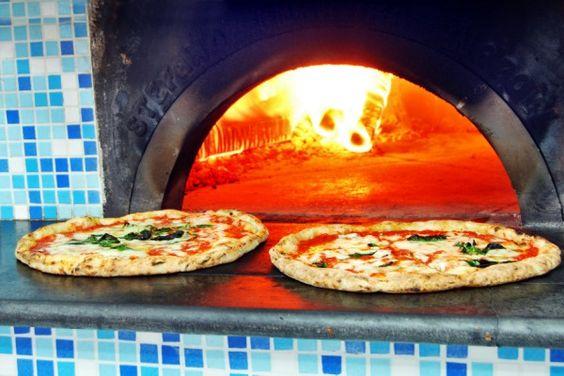 #Pizzeria LA FIGLIA DEL PRESIDENTE - Anche Maria, la figlia di Ernesto Cacialli, ha aperto la sua pizzeria con il marito Felice Messina. Una vera dinasty che conserva e rilancia la tardizione, dalle classiche esecuzioni sino alla friggitoria con crocché, scaglie di polenta (scagliuozzi) e arancini. Da non operdere il calzone fritto e il ripieno dedicato al papà.