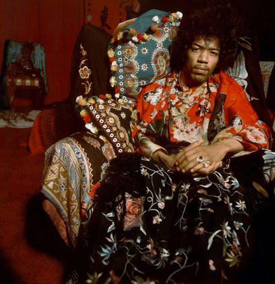 Jimi Hendrix fototografado em 1969 por seu amigo Raymundo de Larrain. Veja mais em: http://semioticas1.blogspot.com.br/2013/05/hendrix-3000.html - funky Jimi