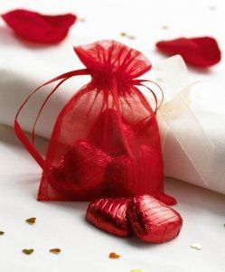 Christmas Wedding Ideas - Red Organza Bags (as a Plan B favour):