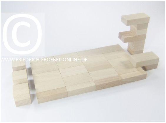 Lebensform mit den Holzbausteinen der Spielgabe 6 nach Froebel -> Schwimmbad