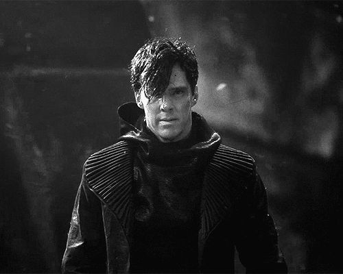 'Star Trek: Into Darkness', John Harris/Khan. A brooding Benedict Cumerbatch...I like... :)
