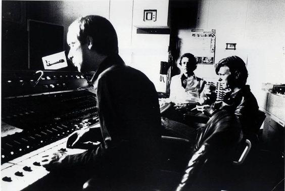 """1977 Hansa Studio, Berlino David Bowie, Brian Eno e Robert Fripp Registrazione di """"Heroes"""""""