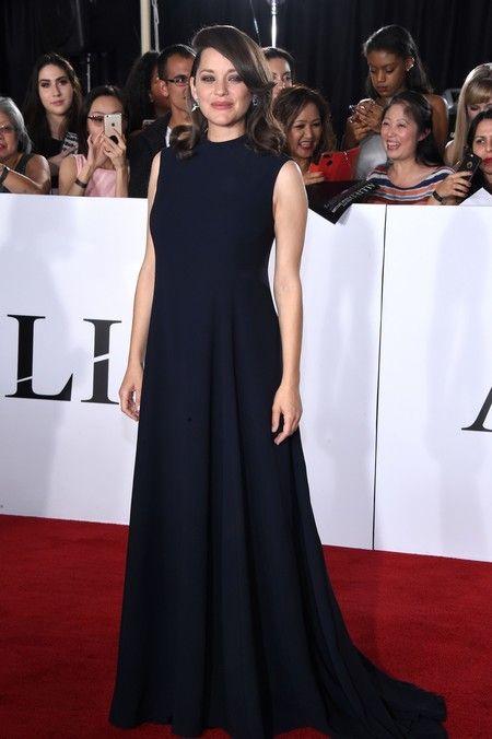 """Marion Cotillard de Dior alta costura en el estreno de la película """"Aliados""""."""