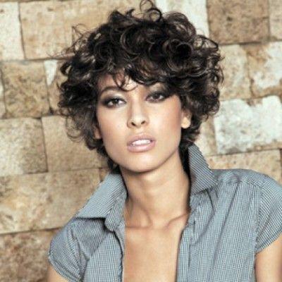 coiffure cheveux bouclés courts femme | Hair style ideas Louw ...
