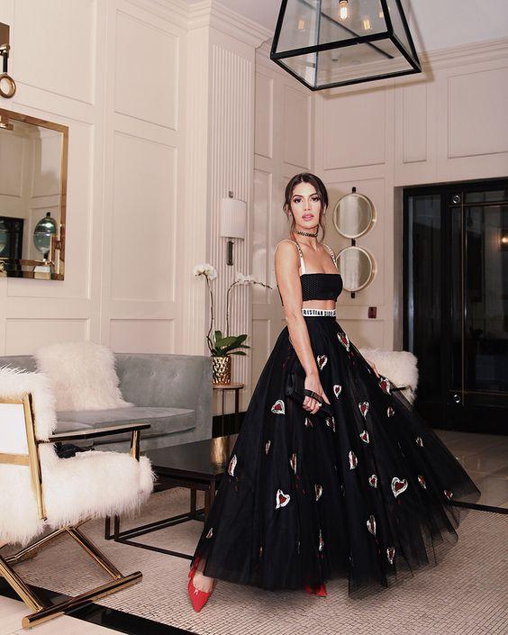 Cómo lucir tu Outfit con Falda Negra para no verte Aburrida (2019)