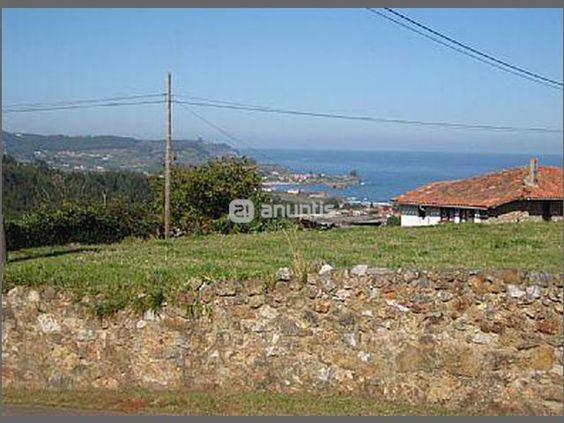 En DUYOS-CARAVIA concejo situado entre Colunga y Ribadesella. Bonita finca edificable de 1.100 m2, edificabilidad 200 m2 , suministros agua y luz a pie de parcela, a tan solo un 1 km de la playa Espasa, muy buenos accesos por carretera asfaltada, preciosas vistas al mar y  a la monta�a.