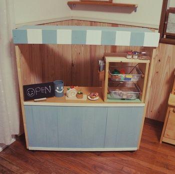 子供が大喜びすること間違いなし!カラーボックスを土台にしたケーキ屋さんです。  カラーボックス部分には他のおもちゃも収納できて1台2役。