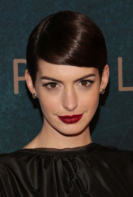 5 Beauty Lessons We Learned This Year From Anne Hathaway: Girls in the Beauty Department