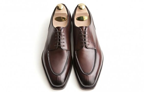 Five Classic Shoes Every Gentleman Needs in His Wardrobe #stylefromachitownerseye http://buff.ly/1YmjYRK