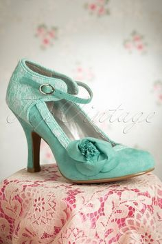 TopVintage exclusive ~ 50s Anna Ankle Strap Pumps in Turquois - Vintagechick.nl
