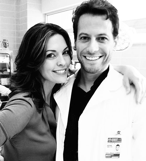sweetsouldhavernas:  Alana de la Garza and Ioan Gruffudd on the set of Forever [x]