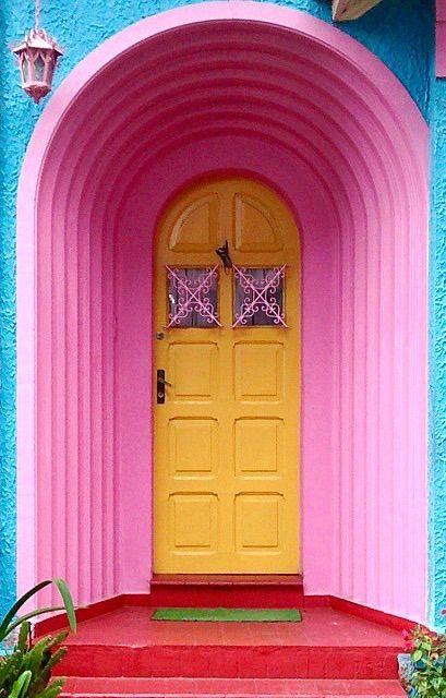 Aqui só entra energias boas, cores e muito amor <3 7 maneiras de transformar as portas da sua casa!: