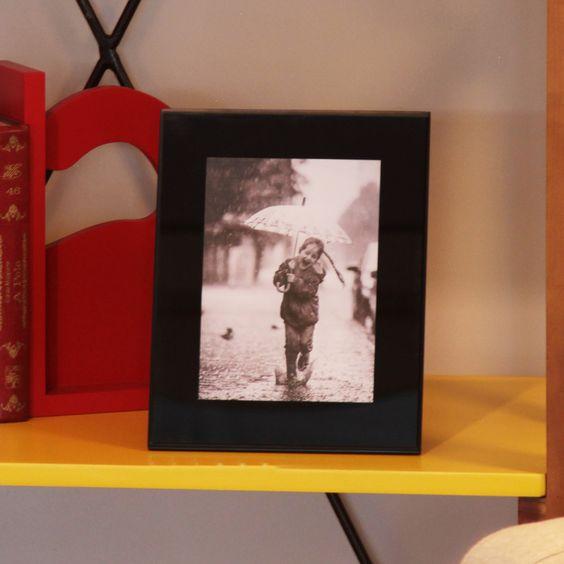 O Porta Retrato Tinindo é uma moderna peça em vidro colorido, planejada especialmente para as decorações modernas. Tamanho da foto 13x18cm.. #portaretrato #fotografia #recordação #photography #frame #decorate #decoratingideas