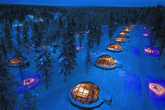 Aurora-viewing igloos at Kakslauttanen Arctic Resort. This seems like a good place to see the Northern lights from @MarkNoxPhoto what do you think?