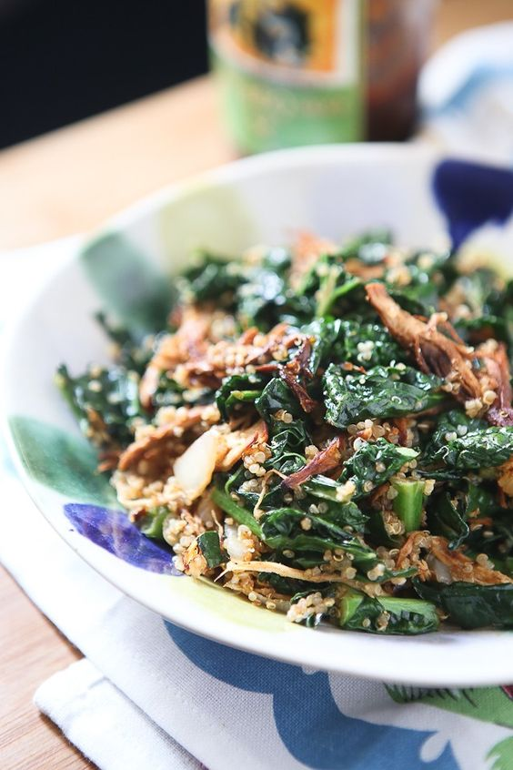 BBQ Chicken and Kale Quinoa Bowl - this healthy recipe comes together quickly and easily, a family favorite!: