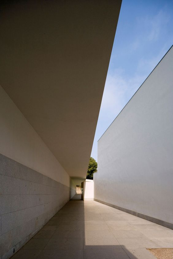 The Serralves Foundation Museum by Álvaro Siza Vieira, completed in 1999. Located in the Quinta de Serralves, a large property close to the center of Porto