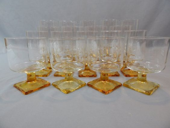 Outstanding Large Set of 18 Federal Glass by SlyfieldandSime