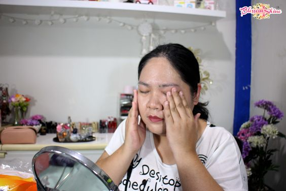 Disini aku pakai untuk membersihkan Full Face Makeup setelah membuat foto untuk Swatches Lipstick Tasya Farasya