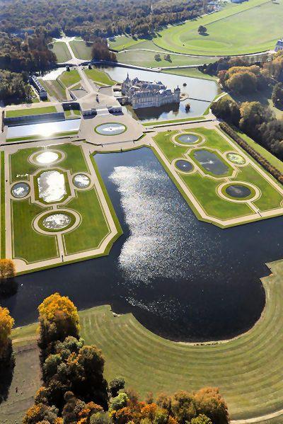 Le Château ! Photo - Jean-Louis Aubert Vue aérienne de Chantilly, France
