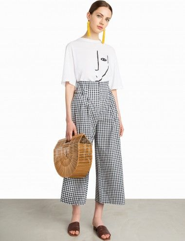 Navy Gingham HIgh Waisted Culottes Made by us100% cottonModel is wearing a size small and model's height is 5.8