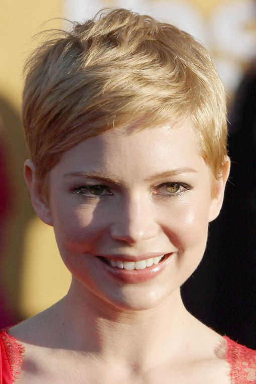 Michelle Williams Has Taken Her Short Crop In A New Direction Showing Off Longer Front Layers Michelle Williams Hair Short Hair Styles Short Hair Styles Pixie