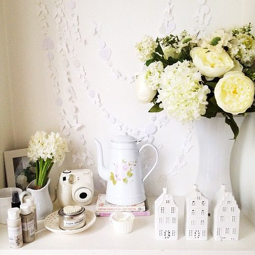 This is a fabulous blog with some great post and craft/home decor inspiration. Heart Handmade UK: Living With White | Photos From About The House Via Instagram