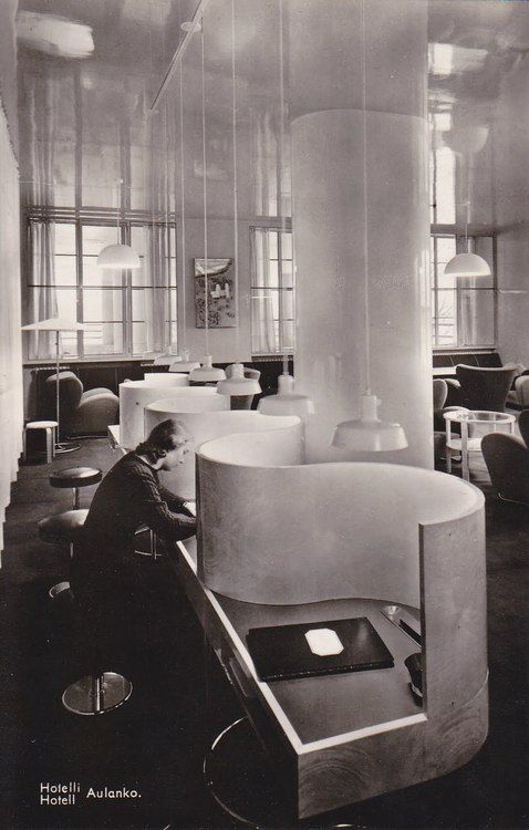 Hotelli Aulanko, Hämeenlinna, Märta Blomstedt/Matti Lampén, 1937-38. Graceful way to devide work spaces.: