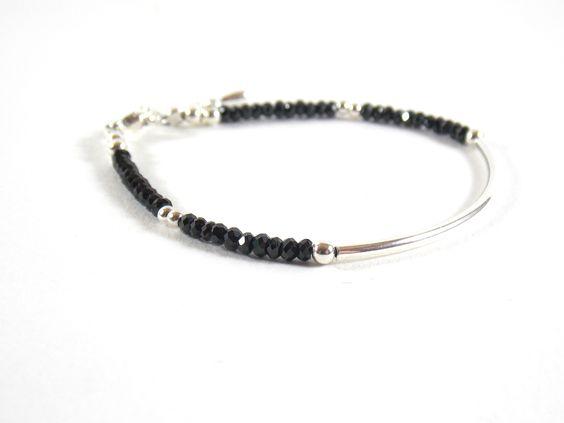 Bracelet argent 925 demi-jonc et pierres fines facettées de Spinelle noire