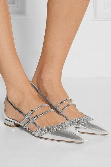 Le talon mesure environ 10 mm  Cuir effet miroir argenté  Brides à fermeture boucle aux chevilles  Fabriquées en Italie