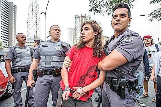 #PrimaveraPaulista #SemArrego #OcupaEscola #NãoFechemAMinhaEscola #EstudantesEmLuta #PolíciaSendoPolícia